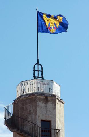 La bandiere furlane sul Cjistiel di Udin